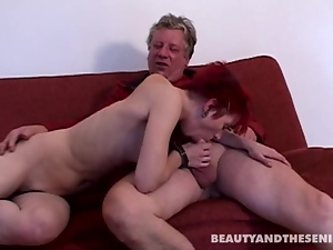 Ageing dude fucks a redheads pussy