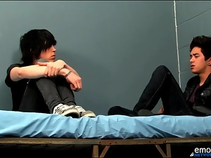 Smooth emo twinks kiss lustily in bed