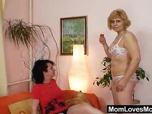 Extremely hirsute amateur matured Hedvika lesbian action