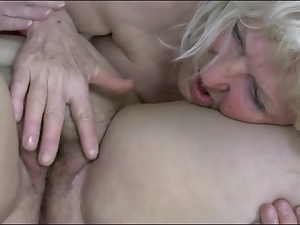 Fat women munch pussy in lesbian porn