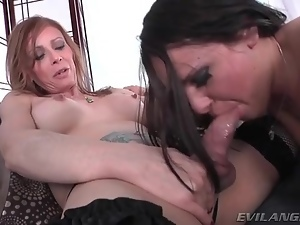 Shemale milf fucks that pretty face
