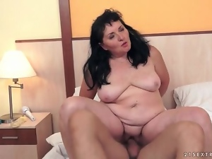 Old fatty fucked in soaking wet vagina