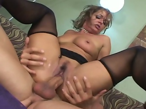 Kelly leigh & seth dickens suck and fuck on couch