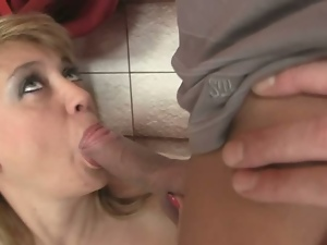 Dude bangs his wifey's sexy mom