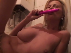 Mature slut stuffs all her holes with a vibrator