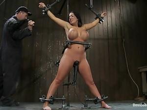 Curvy brunette Richelle Ryan enjoys a raunchy moment in a basement