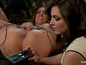Submissive Kelly Divine gets wired and toyed rough