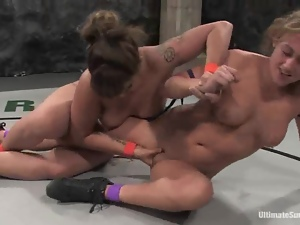 DragonLily and Gwen finger each other's cunts during a fight on tatami