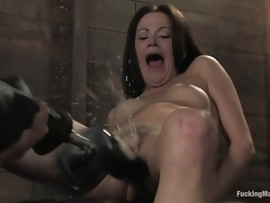 Hot Sindee Jennings gets toyed by a machine and squirts