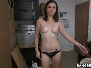 Cute Daisy Summers gets her shaved pussy licked and fucked