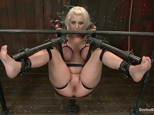 Toying action for a bondaged honey Cherry Torn