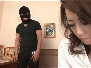 Burglar goes down on sexy Japanese girl