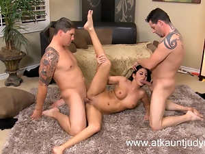 Sexy Milf Nikki Daniels has a threesome