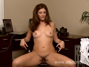 Milf Alicia Silver opens her pussy during the camshow