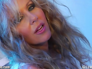 MILF Julia Ann Solo Ass and Pussy Fingering