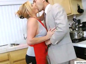 Hardcore Mature Milf in Kitchen Gets Surprise