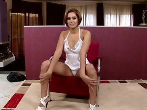 Fingering Masturbation by Hot and Sensual Short-Haired Babe