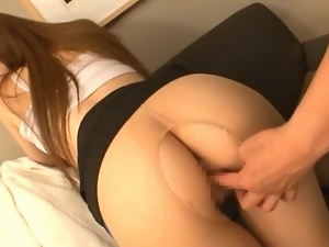 Slim and pretty Japanese girl gets facialed after hot sex