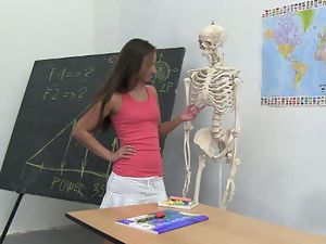 Amira seducing a skeleton