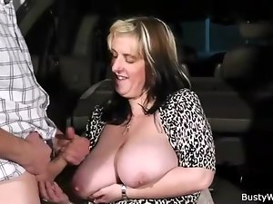 Fat chick fucked in the back of the car