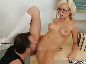Kaylee Hilton In Glasses Get Cun...
