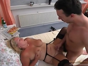 Mature on knees is into doggystyle fucking