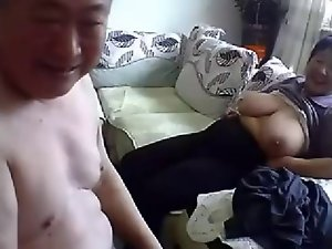 Experienced Chinese Couple Get Nude and Fuck on Cam