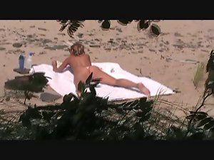 voyeur catches Mummy on a beach