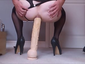 Transvestite big bum toy handsfree cumshot