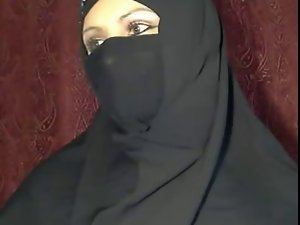 arabian arabian hijab young lady demonstrates herself on cam