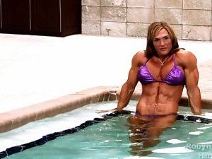 Luscious muscle slutty girl Robin flexes her attractive brutal body in the pool