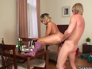 Morning sex with solid cleaning wench