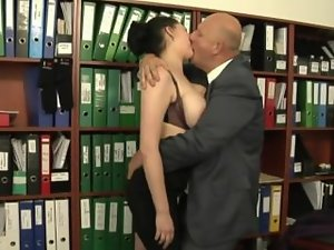 Secretary screwed by her much elder boss
