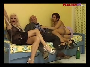 Donne con le palle - Group sex with shemale