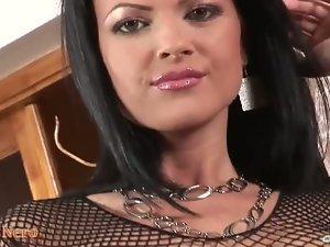 Buxom Judy Nero dildoing vagina