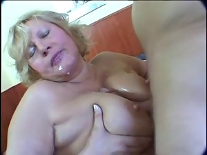 Obese blond experienced masturbation on bed