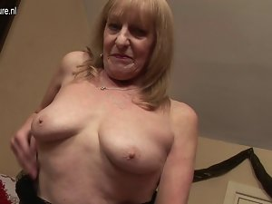 English granny getting her older sexy fanny dripping