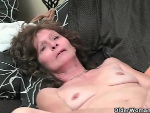 Saggy granny in stockings masturbates very hairy muff