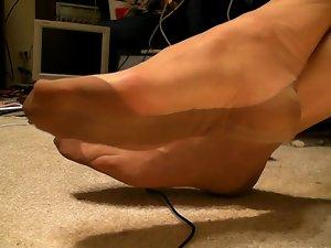 Full fashioned stockings, feet, shoe dangle, no cum ..
