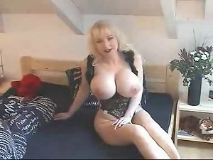 Vanessa Montagne playing in bed