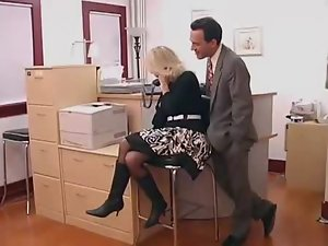 Office cougar in glasses makes fabulous sex partner