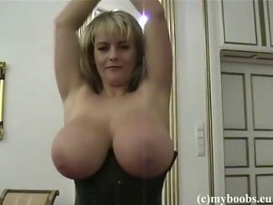 Bea Flora in ebony corset