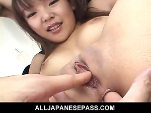Saki Ogasawaras narrow backside filled with rubber