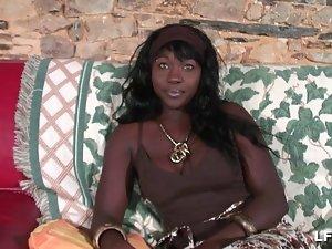 Belle black aux gros seins sodomisee profondement