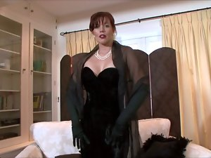 Holly Kiss - A lady, all dressed in black!