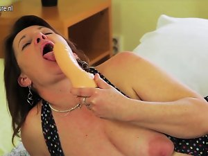 Kinky cheating wife getting her cunt moist