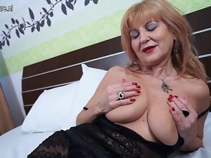 Posh slutty mom with saggy knockers needs 19 years old pecker