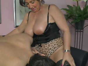German mum demonstrates young man how to make a female cum
