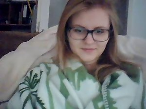 Webcamz Archive - Amazing 19 years old Cam Sizzling teen With Glasses
