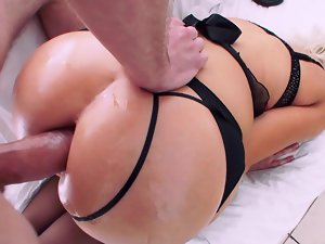 Curvy tempting blonde porn queen gets grinded and facialized by her lover